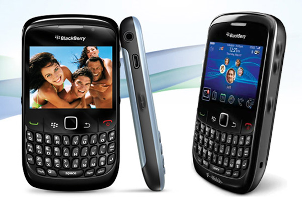BLACKBERRY-curve-8520-01