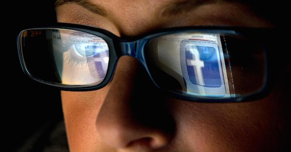 102281405-facebook-logo-reflection-glasses.1910x1000